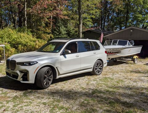 bmw x7 towing a boat