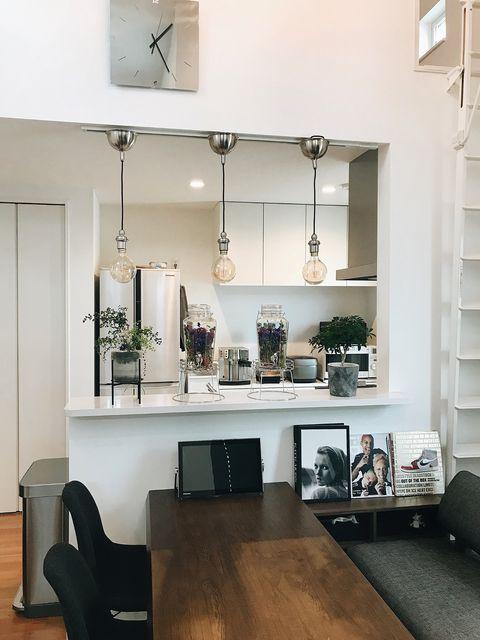 Room, White, Furniture, Interior design, Shelf, Black, Ceiling, Floor, Property, Wood flooring,