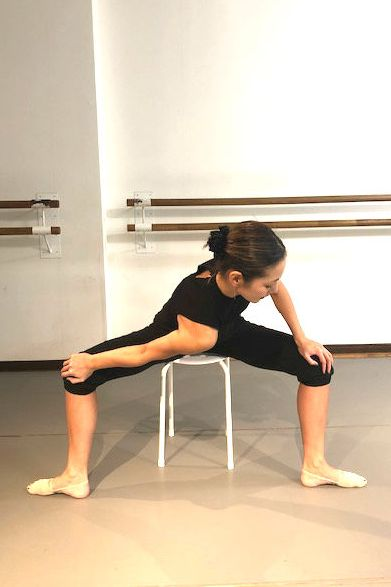 Shoulder, Leg, Dance, Arm, Stretching, Joint, Sitting, Choreography, Knee, Human leg,