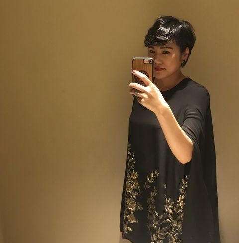 黒のドレスを着ているファビアーニ美樹子さん