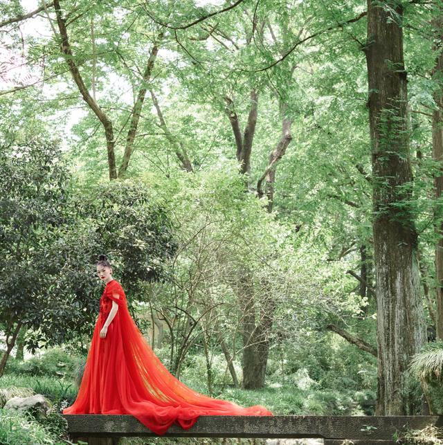 10 Dramatic Red Wedding Dresses How To Wear Red At Your Wedding,Most Iconic Wedding Dresses