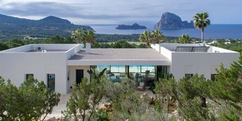 Property, House, Vegetation, Home, Real estate, Architecture, Building, Estate, Land lot, Plant community,