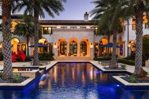 Property, Building, Estate, Home, Swimming pool, Mansion, Real estate, Resort, Lighting, Reflecting pool,
