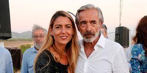 Imanol Arias y su mujer