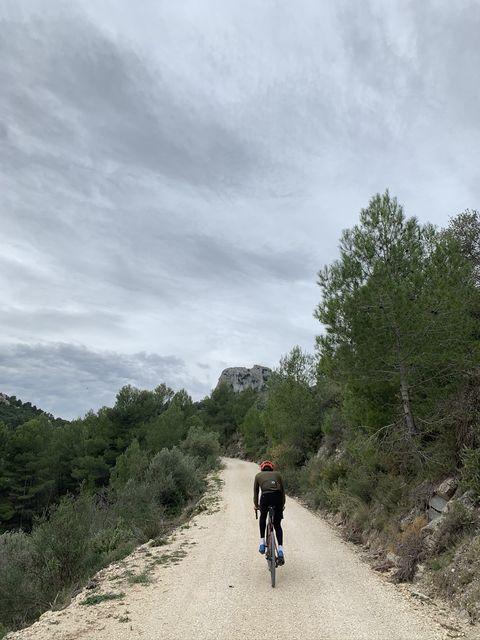 Laurens ten Dam bikepackt in Girona
