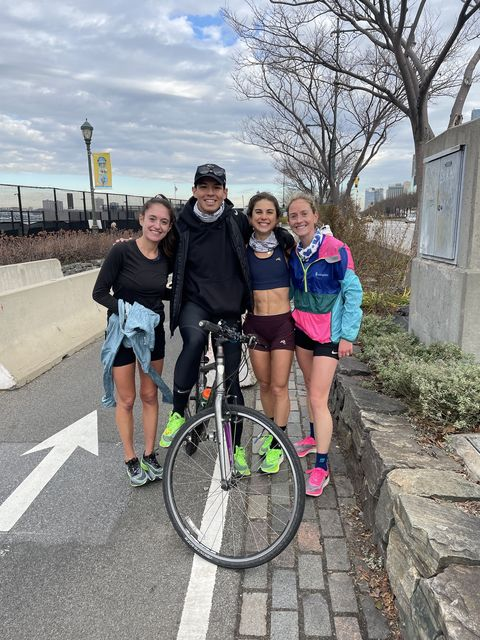 jenny donnelly grimshaw with her crew after her manhattan fkt