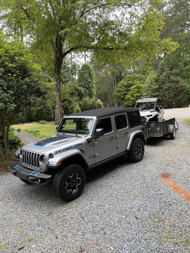 jeep wrangler 4xe with a rzr on a trailer