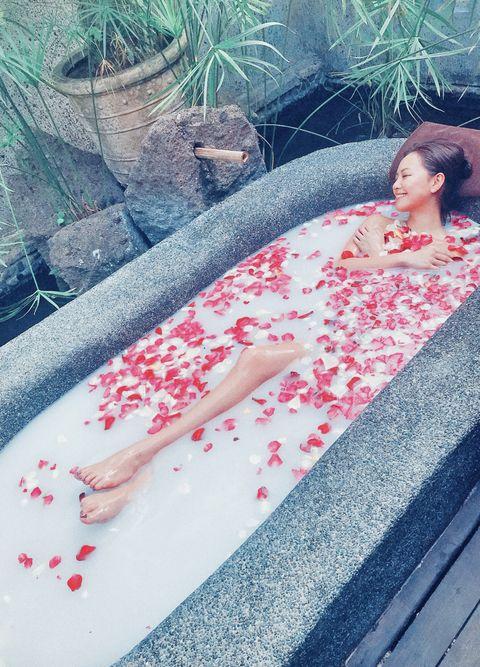 Red, Beauty, Leg, Pink, Summer, Tree, Bathtub, Leisure, Vacation, Plant,