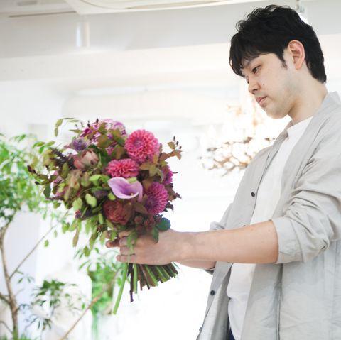 Flower Arranging, Floristry, Bouquet, Floral design, White, Flower, Plant, Pink, Wedding dress, Cut flowers,