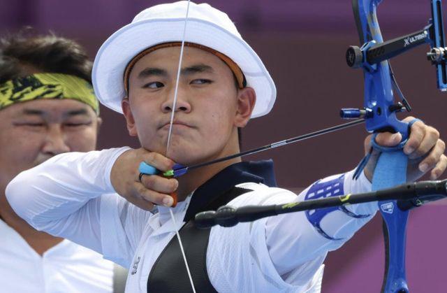 205の国と地域が参加し、連日熱戦が繰り広げられている東京オリンピック。韓国は7月27日時点で3つの金メダルと4つの銅メダルを獲得。圧倒的な強さを誇るアーチェリーでは、今大会の団体全種目で金メダルに輝き、その中でも高校生にして金メダリストとなったキム・ジェドク選手に大きな注目が集まっている。