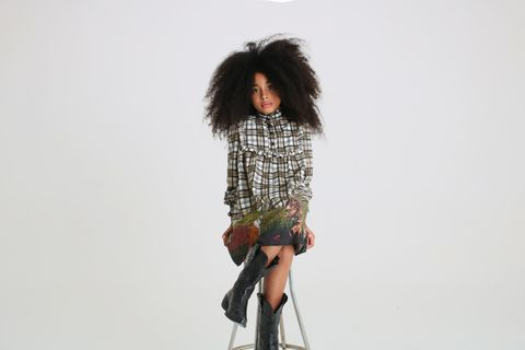 Shoulder, Joint, Knee, Street fashion, Wig, Waist, Artificial hair integrations, Fashion model, Fashion design, Sock,