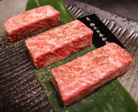犇 和牛館超狂平價套餐!12道料理吃得到a5和牛、龍蝦三吃、清蒸鮑魚,竟然只要1380元