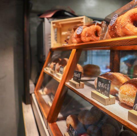 高雄吃貨的口袋名單!甜甜圈專賣店「兜兜圈」q彈外皮、爆漿內餡,每日8種口味迅速秒殺