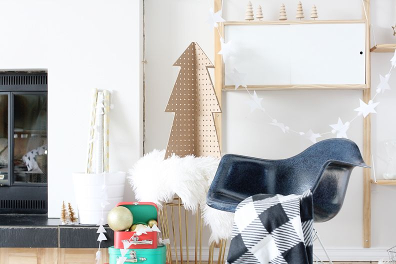 14 DIY Christmas Trees So Fun, You Won't Ever Want To Take Them Down
