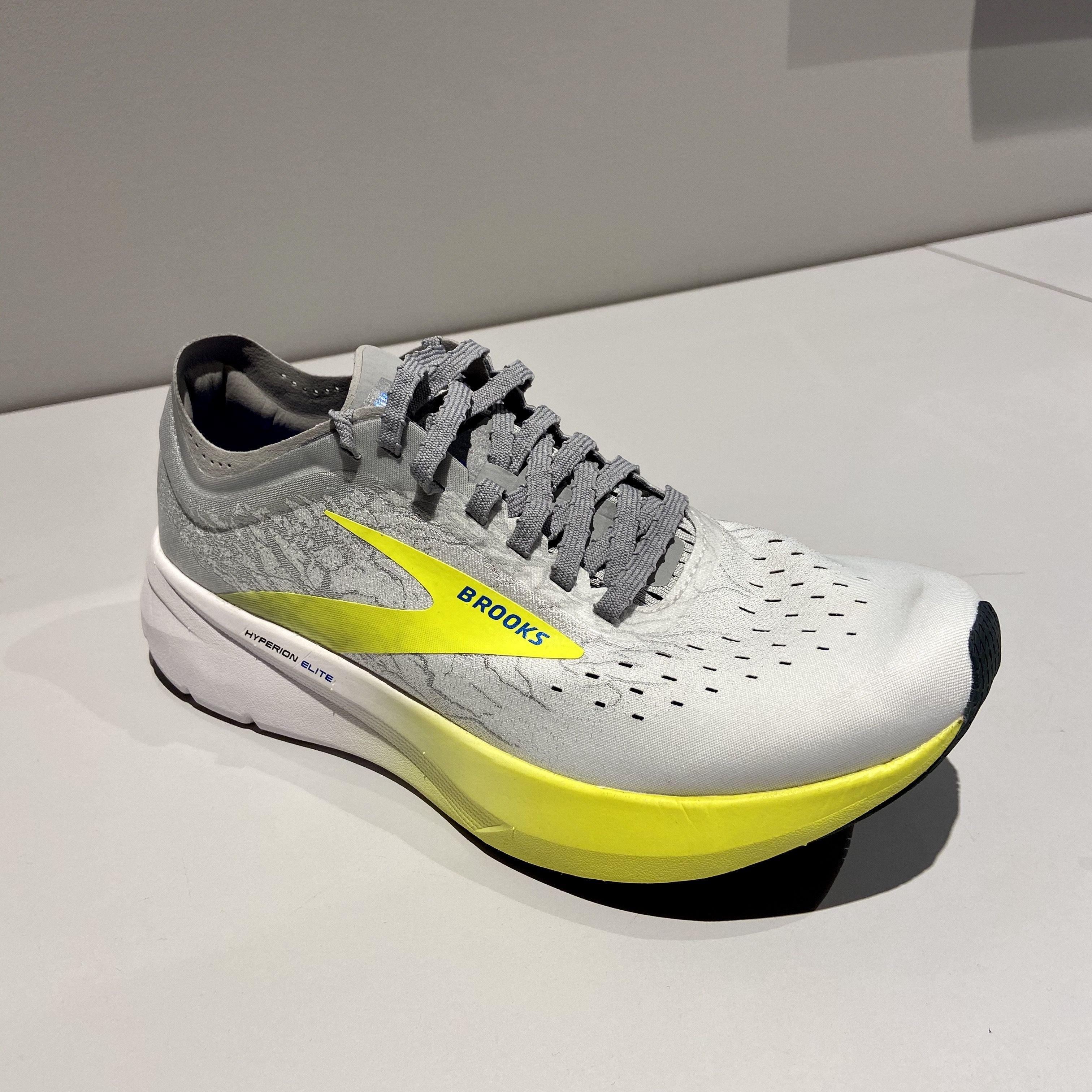running shoe with a carbon fibre plate