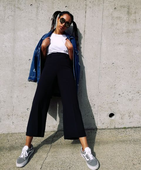 Clothing, Street fashion, Blue, Sportswear, Fashion, sweatpant, Jeans, Crop top, Denim, Footwear,