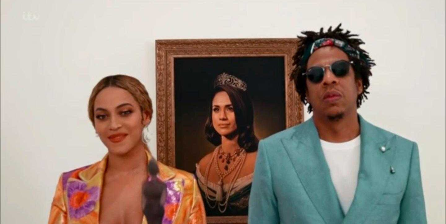 It's a nod to the Mona Lisa in their music video.