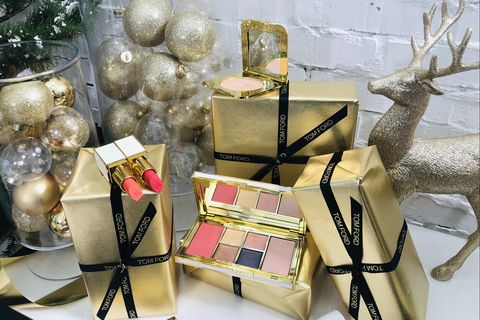 Present, Gift wrapping, Material property, Fawn,