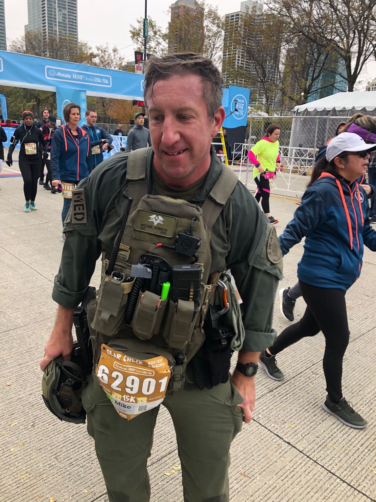 Chicago SWAT Member Races 15K in Gear, Saves Life, Then Proposes to Girlfriend