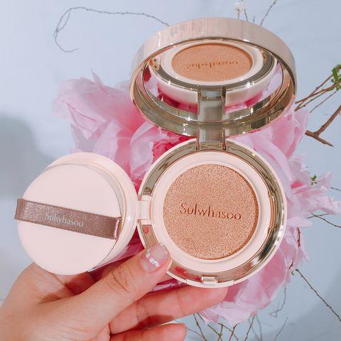 Pink, Cheek, Eye shadow, Face powder, Beauty, Skin, Eye, Peach, Cosmetics, Powder,