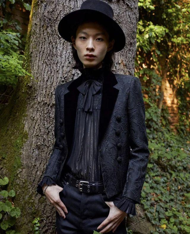 7月15日(日本時間)にイタリア・ヴェネチアで「サンローラン」が2022年春夏メンズコレクションを発表。その裏で、韓国人モデルのチェ・ヒョンジュンにドラマのような奇跡が起こっていたことが明らかに。