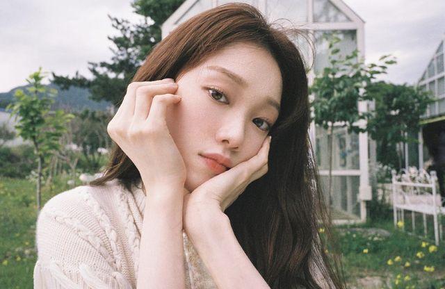 モデル出身の女優イ・ソンギョンが韓国のバラエティ番組『セレモニークラブ』(9月15日放送回)に出演。裕福な家庭出身のお嬢様という世間からのイメージを誤解だとし、自身の生い立ちについて告白した。