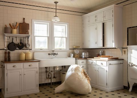 Room, Furniture, White, Countertop, Cabinetry, Kitchen, Interior design, Property, Floor, Tile,