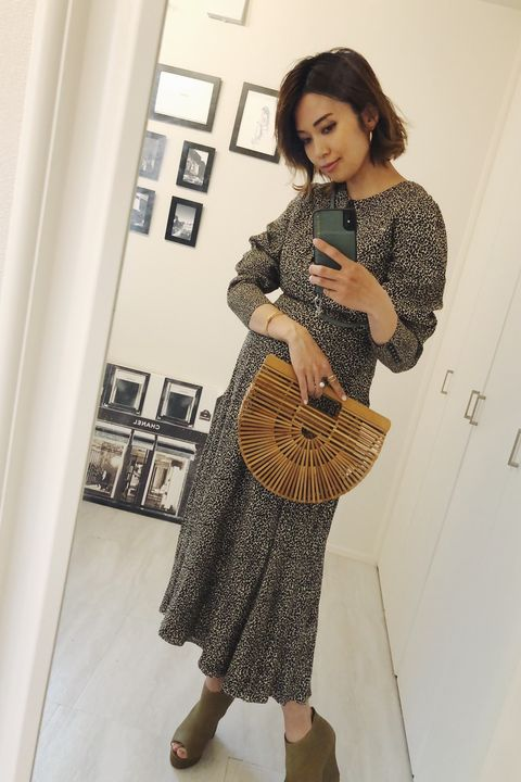 Clothing, Shoulder, Fashion, Dress, Brown, Outerwear, Waist, Sleeve, Joint, Neck,