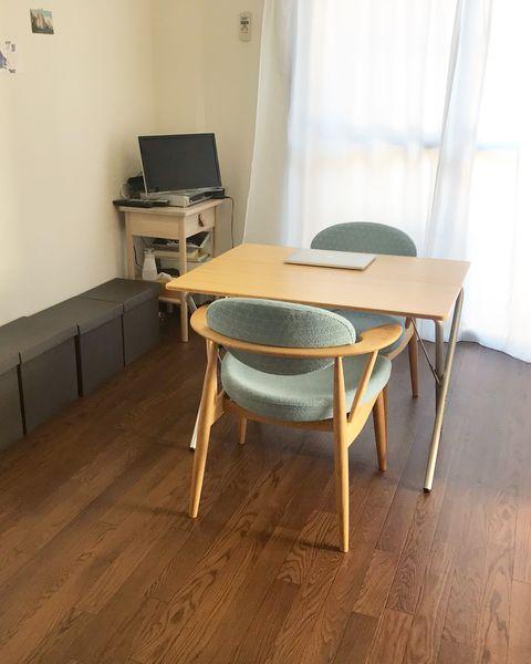Floor, Laminate flooring, Room, Flooring, Wood flooring, Property, Hardwood, Furniture, Table, Wood,