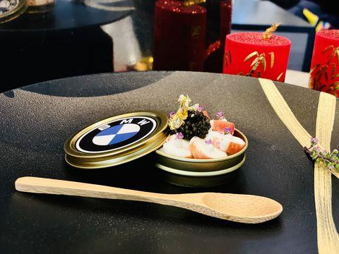 以品牌色彩、精神、輪廓三大理念詮釋「bmw風格饗宴」,端出結合歐陸傳統烹藝與經典時尚巧思的三道式套餐
