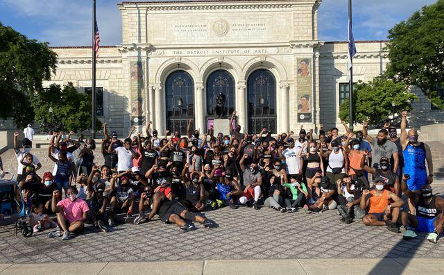 we run 313 detroit run crew hoka