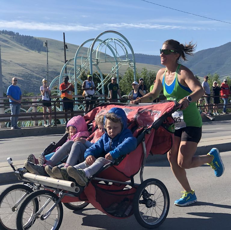 Mum runs 3:11 marathon with a triple buggy and we're in awe
