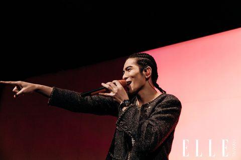 蕭敬騰在香奈兒J12派對現場賣力演唱
