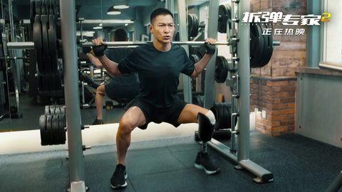 劉德華拍攝《拆彈專家2》斷了一條腿