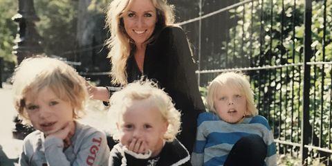 esther met haar kinderen