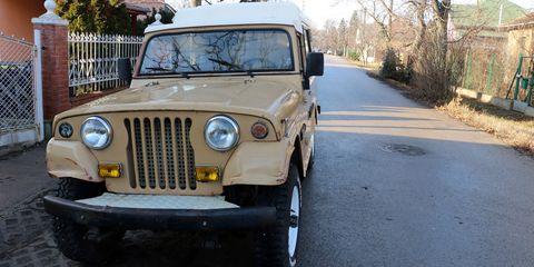 Land vehicle, Vehicle, Car, Motor vehicle, Automotive tire, Jeep, Automotive exterior, Tire, Off-road vehicle, Automotive wheel system,