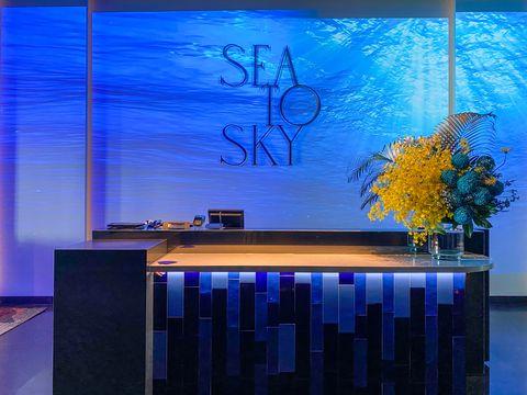 台北高空海鮮餐廳sea to sky!宛如掉入海底世界、聯名sw藍絲絨巨大蛋糕⋯5大亮點一次看