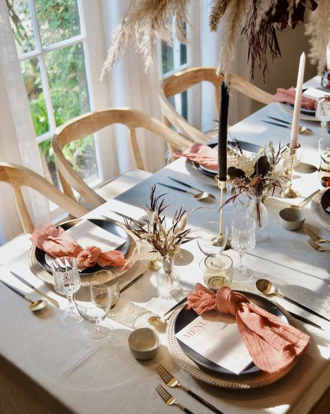 blush and navy thanksgiving table   elle decor