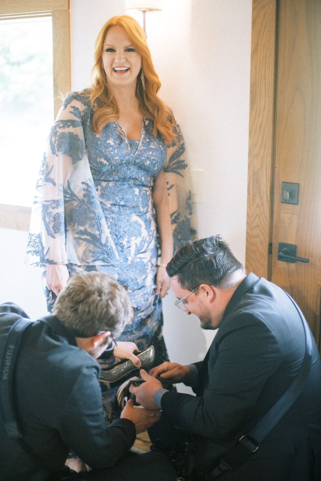 ree drummond steps in a vent cover an hour before her daughter's wedding