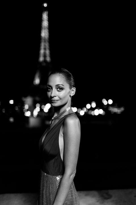 Photograph, Black, Black-and-white, Monochrome, Monochrome photography, Beauty, Fashion, Snapshot, Photography, Standing,