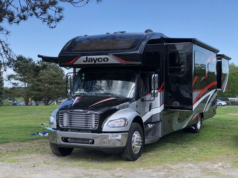 Land vehicle, Transport, Vehicle, Motor vehicle, Car, Mode of transport, RV, Commercial vehicle, Grass, Tree,