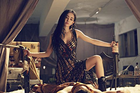 Fashion, Performance, Musician, Human body, Music, Leg, Music artist, Singing, Long hair, Singer,