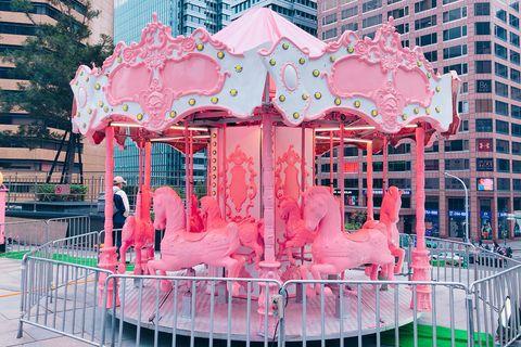 草莓牛奶樂園,統一時代百貨,信義區,網美景點,粉紅樂園,海盜船,旋轉木馬,摩天輪,信義區景點