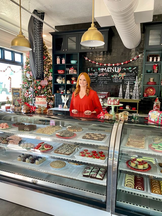 """ree drummond appears in """"candy coated christmas"""" on discovery plus"""