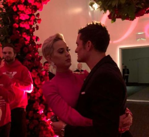 """Em pleno """"Valentine's Day"""", Orlando Bloom pediu a mão de Katy Perry em casamento!"""
