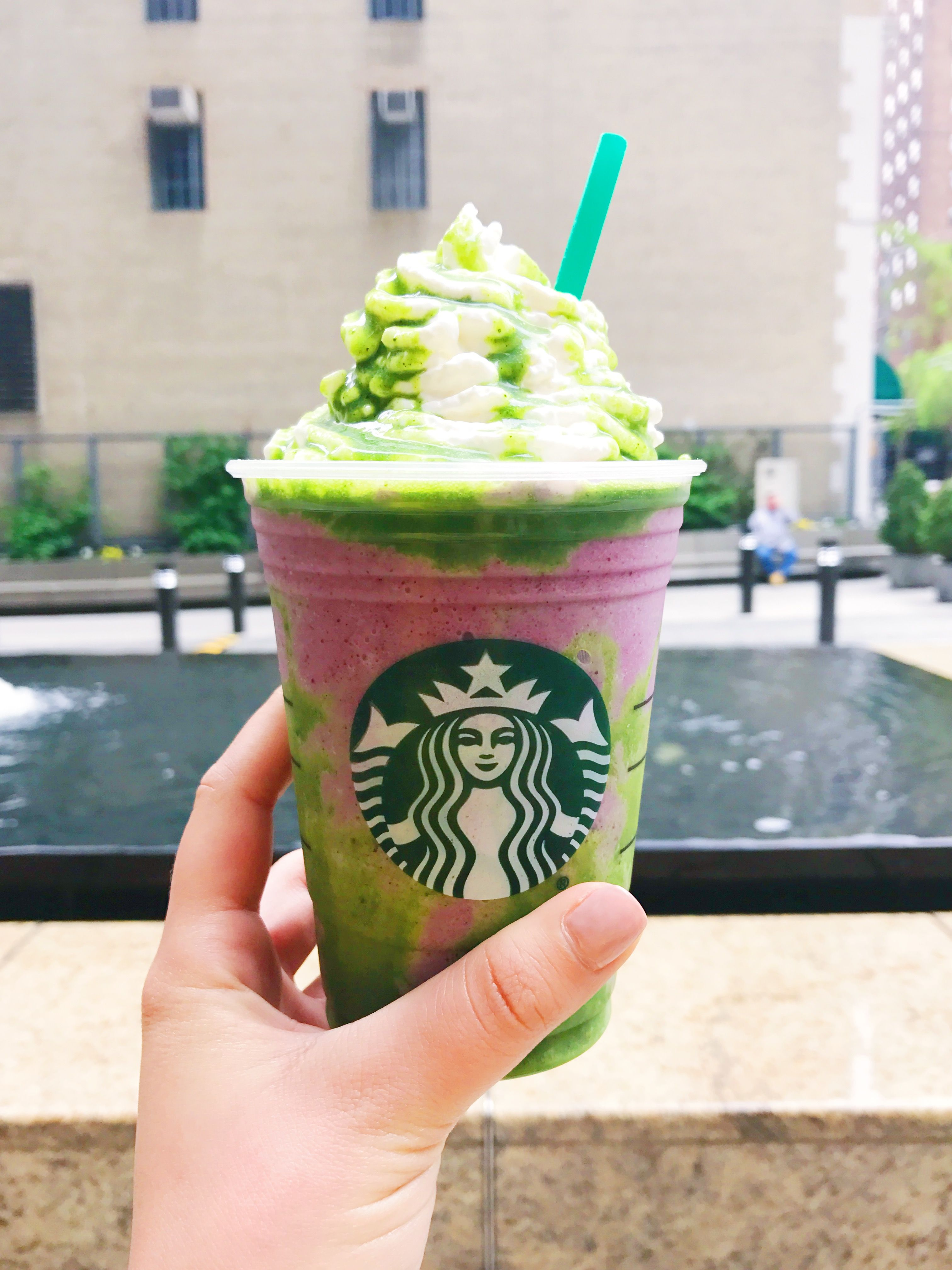 Starbucks Mermaid Frappuccino Is Here If You Re Having