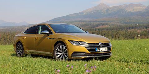 Land vehicle, Vehicle, Car, Automotive design, Mid-size car, Luxury vehicle, Executive car, Personal luxury car, Sedan, Sky,