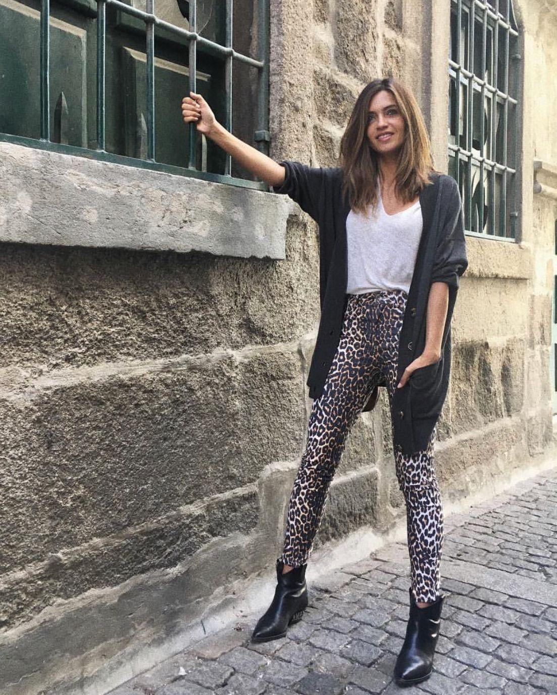 Sara Carbonero pantalones leopardo