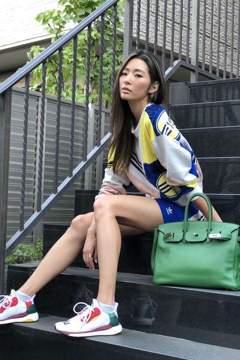 Beauty, Fashion, Leg, Footwear, Human leg, Street fashion, Uniform, Photography, Shorts, Electric blue,