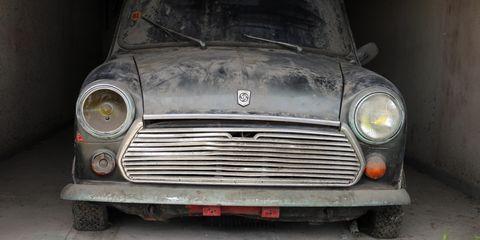Land vehicle, Vehicle, Motor vehicle, Car, Grille, Classic car, Mini, Classic, Automotive design, Compact car,